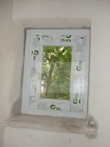 Kis méretű ablak