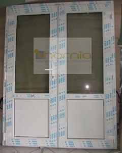 Kétszárnyas félig üveges ajtó