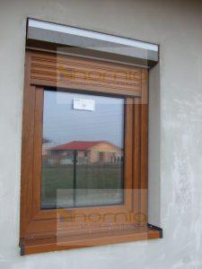 Aranytölgy ablak és vakolható tokos aranytölgy alumínium redőny